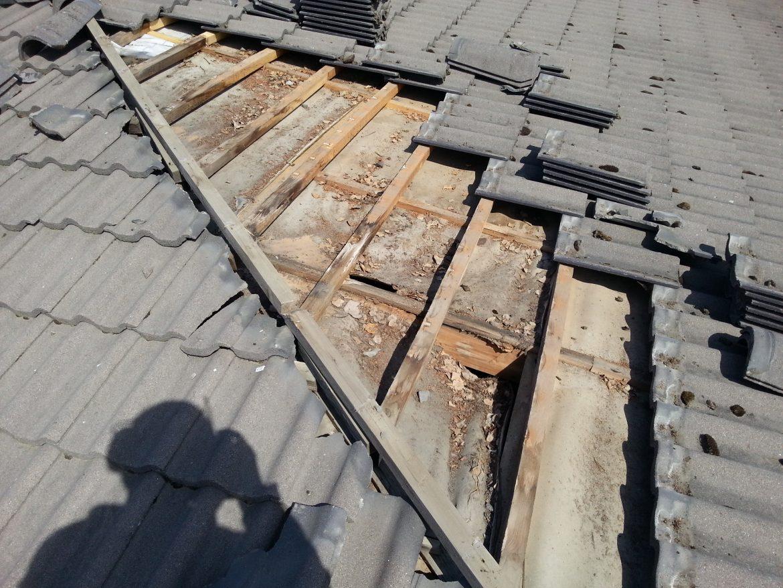 Tiilikaton aluskate korjaus sisätaite